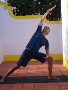 Yoga Adamas asana verlengde flank